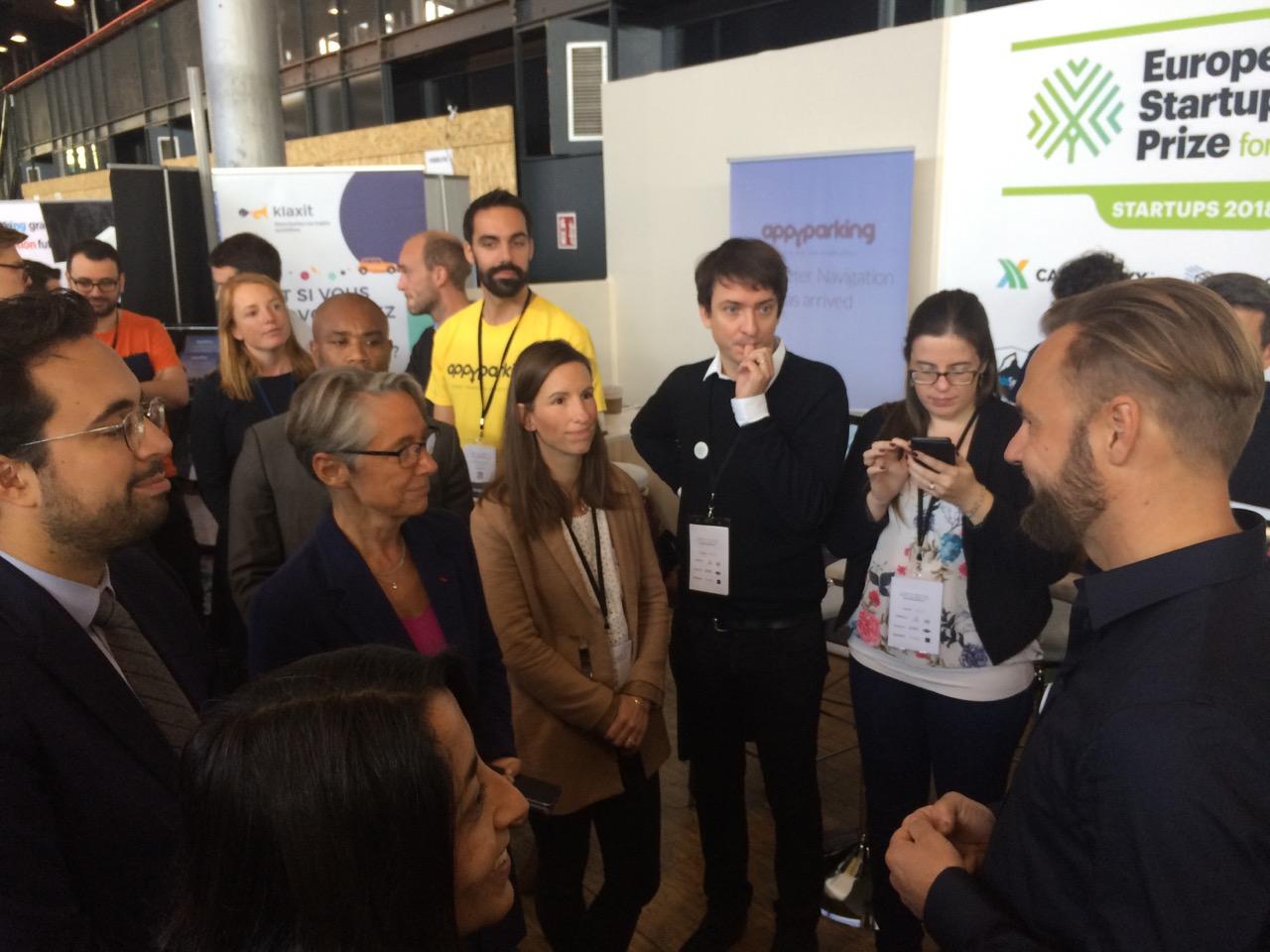 Mounir Mahjoubi et Elisabeth Borne sur le stand European Startup Prize AUTONOMY 2018