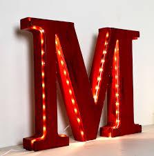 Lettre décorative M